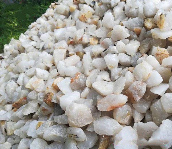Dạng hạt thạch anh trắng có kích thước từ 2cm - 4cm