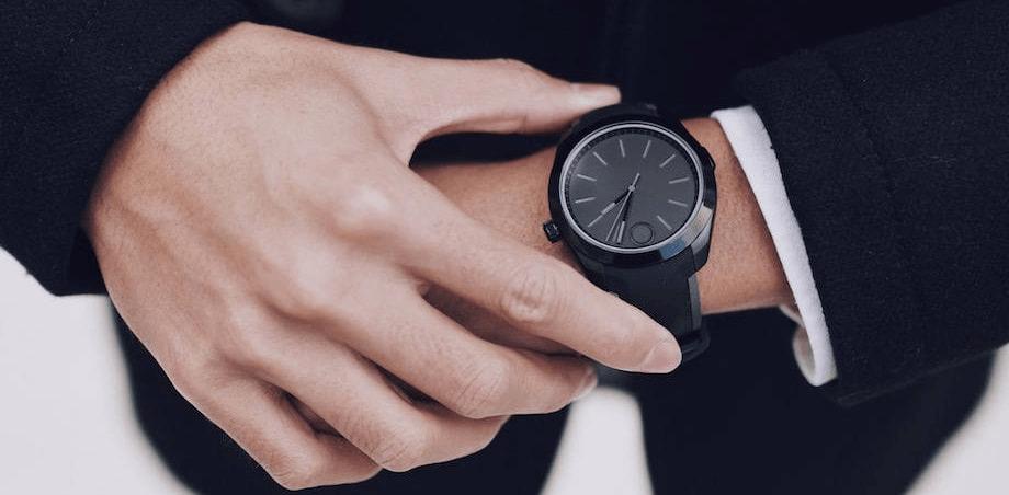 Thạch anh dùng để làm mặt kính chống xước cho đồng hồ
