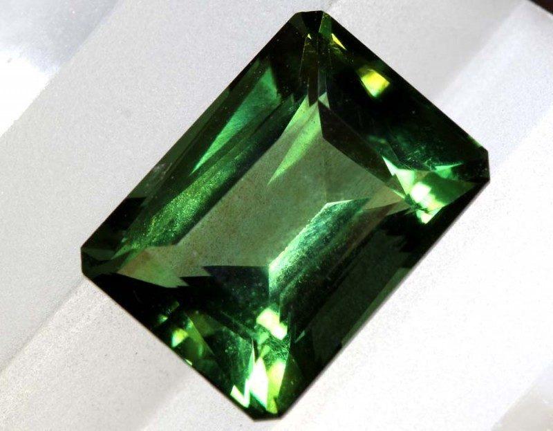 Mặt nhẫn được làm từ thạch anh xanh