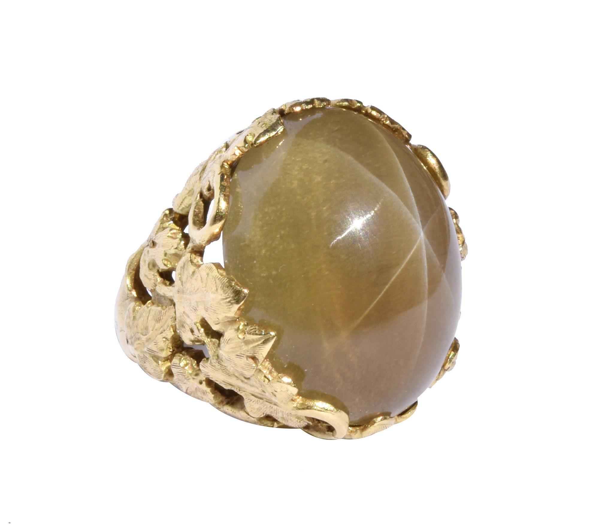 Mặt nhẫn được làm từ thạch anh